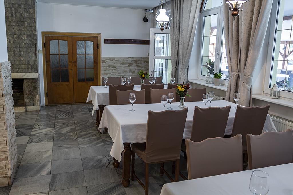 51549e507 Prezentácia na www.GASTROMENU.sk Restaurant Axa, Topoľčany ...
